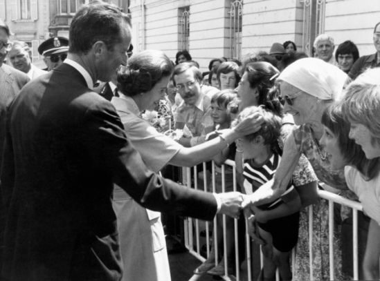 Greeting the Belgian citizens.